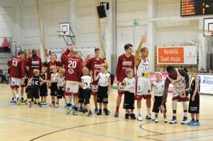 Korihait pelaili voiton JKS-Basketista