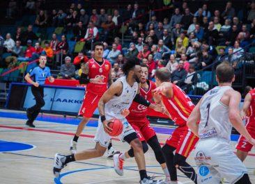 Ura Basket uuden valmentajan kanssa petokalan kimppuun